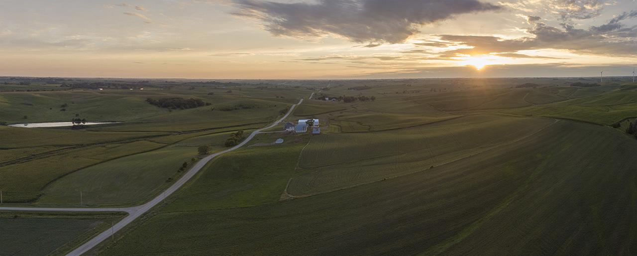 Sonnenuntergang, Adair Wind Farm und Landwirtschaft, Adair County, Iowa, USA